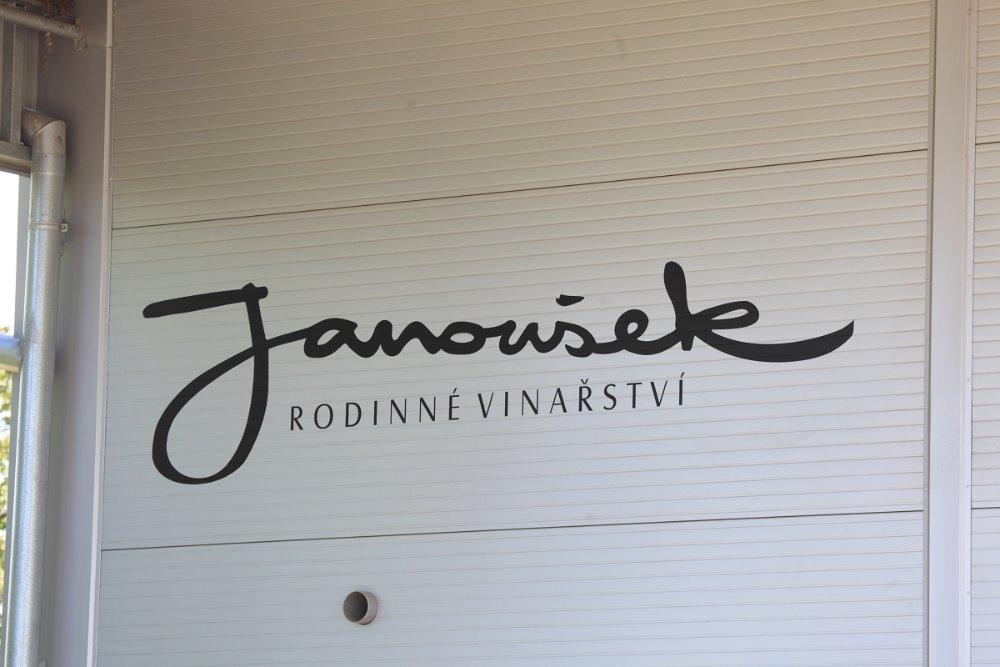 budova-logo-janousek